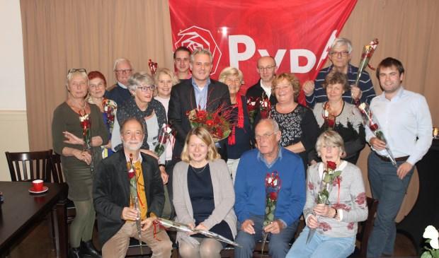 Lijststrekker Krischan Hagedoorn tussen de PvdA kandidaten voor de gemeenteraad van gemeente De Bilt.