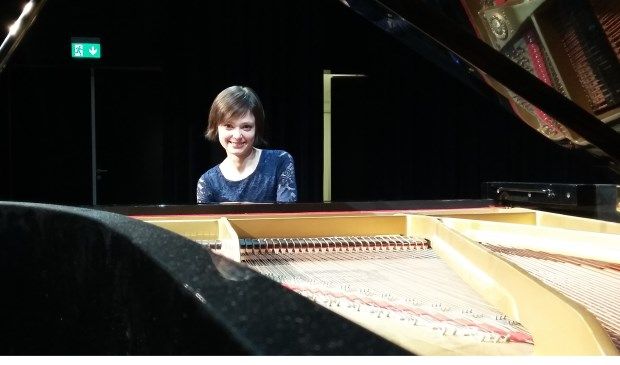 Russische meesterpianiste Nadezda Pisareva aan de toetsen.