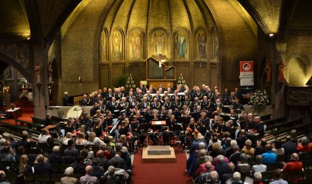136 musici in uniform zorgen voor een bijzonder optreden.