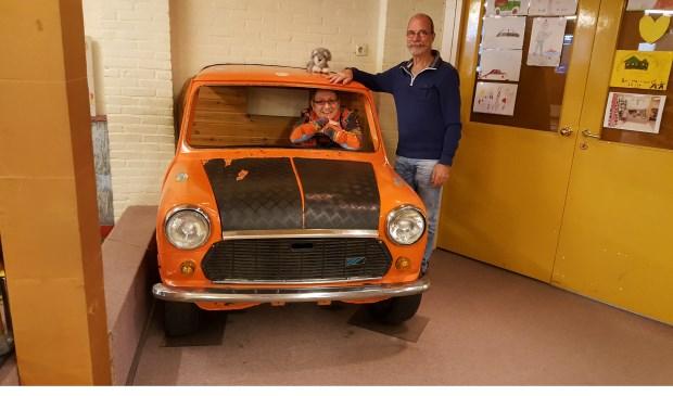 Na bijna 33 jaar verdwijnt het oranje autootje uit het winkelbeeld van de Hessenweg.