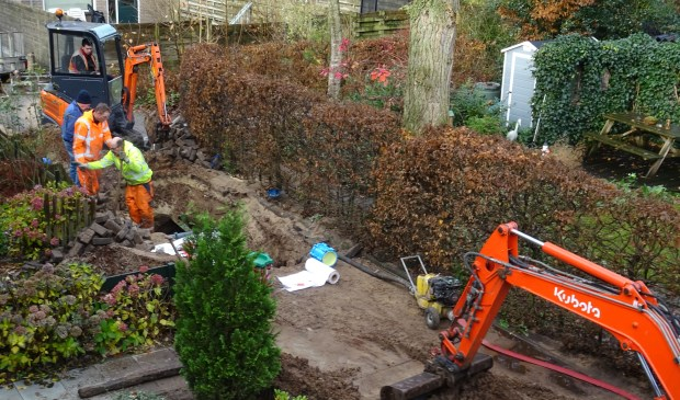 Reparatiewerkzaamheden aan de Bereklauw in Maartensdijk.