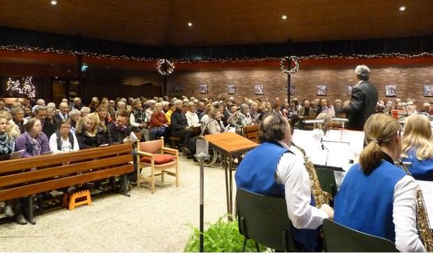 Volkskerstzang Maartensdijk is altijd druk bezocht.