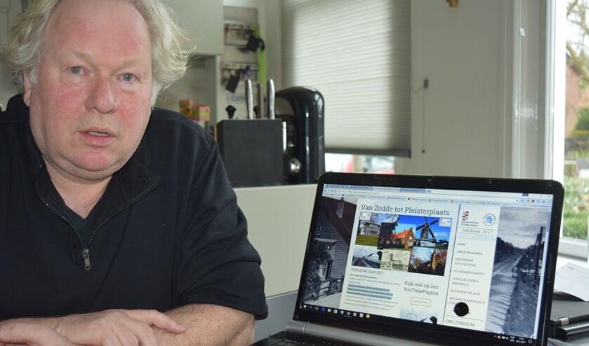 Rob Bonhof toont de nieuwe website.