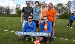 Het winnende team een combinatie van Marijkelaan en Spechtlaan met de trofee. Staand v.l.n.r. Peter Hegeman, Arnout Verhaar, Daisy van Ek, Mirte Kooy; zittend v.l.n.r. Emile Tournier en Izak van den Bosch.