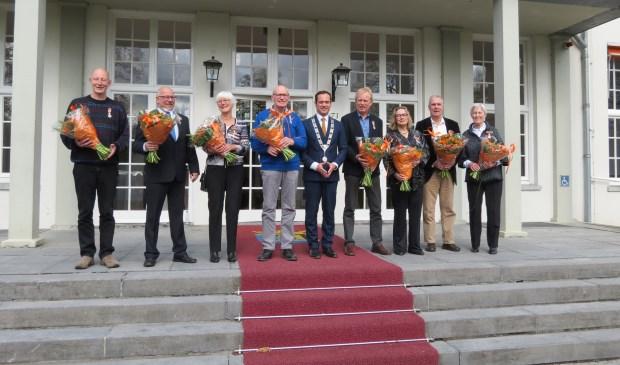 V.l.n.r. Ton de Bruijn, Bert Koops, Suus Wentink-Blom, Jan Blaauwendraad, burgemeester Sjoerd Potters, Evert Blaauwendraad, Ineke ter Heege, Jan Jaap Jansen en Henny Ockhuisen-Hus.