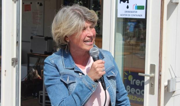 Tijdens de opening van het Irene-beach- terrein verklaarde Madeleine Bakker-Smit: 'Ik wil me graag de volgende periode weer inzetten voor de inwoners van onze prachtige gemeente'.