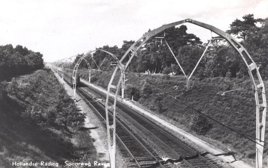 Spoor + spoorbogen nabij de Zwaluwenberg in 1941 (uit de digitale verzameling van Rienk Miedema).  © De Vierklank
