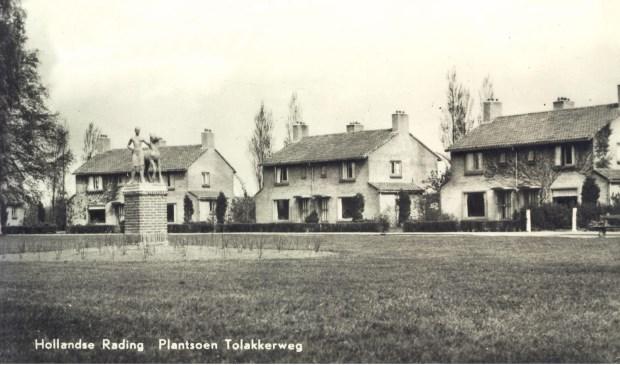 Tolakkerweg 81-117: deel van het ronde rondje uit 1963 (uit de digitale verzameling van Rienk Miedema).