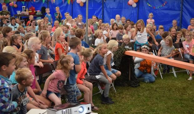 Vol spanning kijken de kids (in Westbroek) naar de avonturen van Bram en Britt.