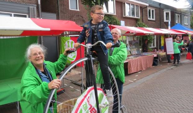 GroenLinks trekt aandacht met een fiets uit vroegere tijden.