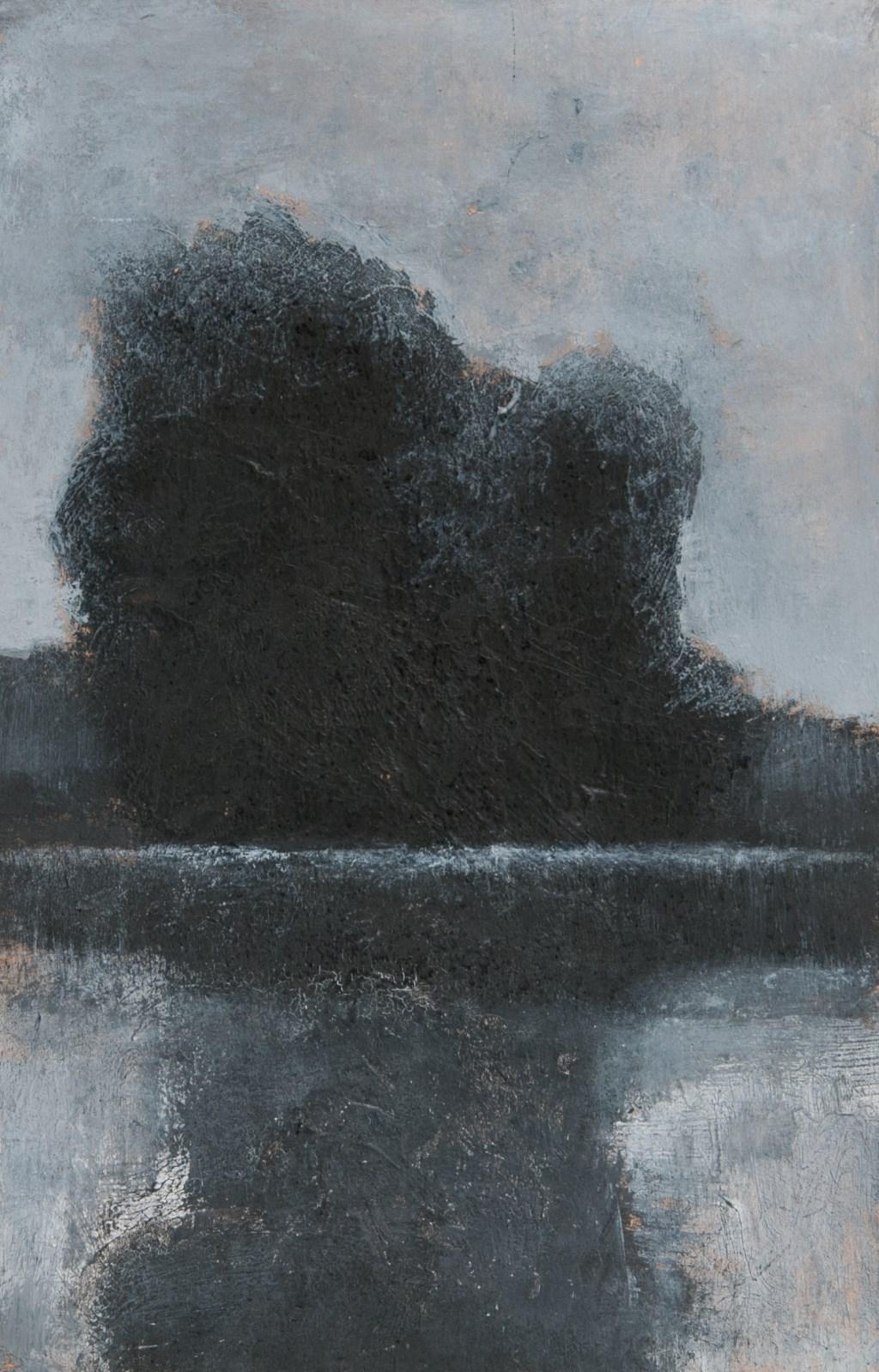 Jan Radersma schildert zijn beelden op gevonden stukken karton of hout. Daarna krijgen ze een tweede leven en blijft hun voorgeschiedenis deels behouden in vlekken, krassen en tinten.