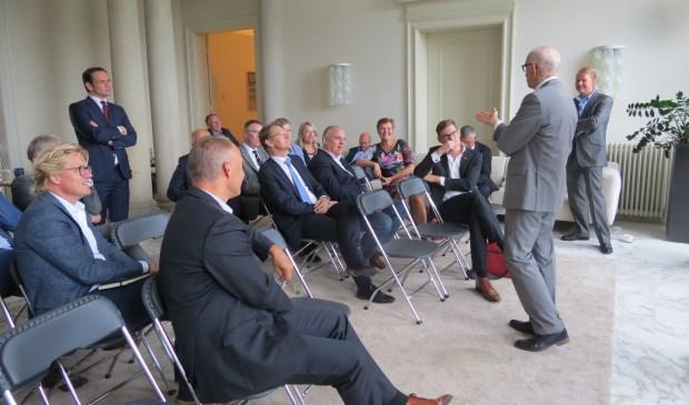 Het gezelschap op bezoek bij Sweco in De Bilt.