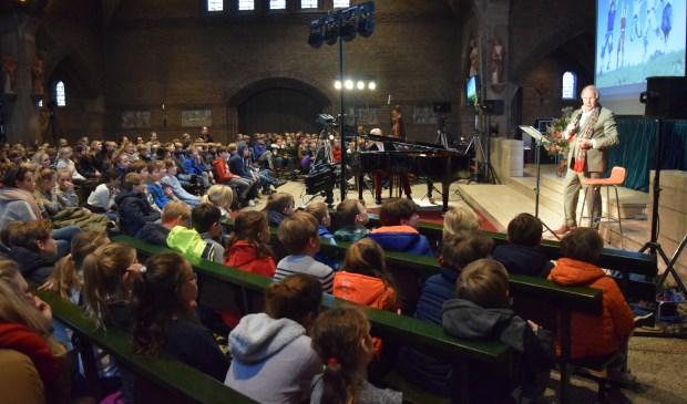 Vrijdag 19 januari kwamen 1.200 leerlingen, in drie groepen, uit de gemeente De Bilt naar de voorstelling van Edwin Rutten, in de OLV Kerk in Bilthoven.