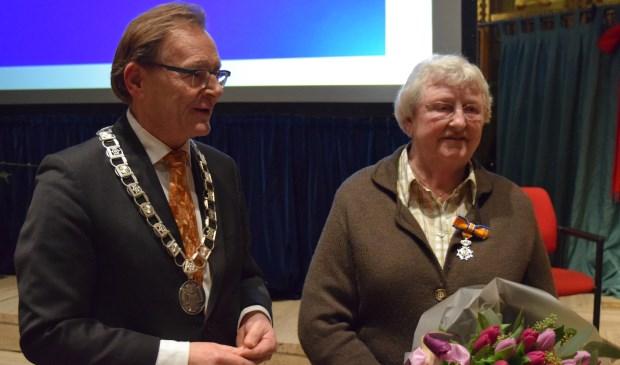 Zeister Burgemeester Koos Janssen: 'Kortom: Ria Hermanns is een sieraad voor de gemeenschap en daarom werd zij benoemd tot lid in de orde van Oranje Nassau'.