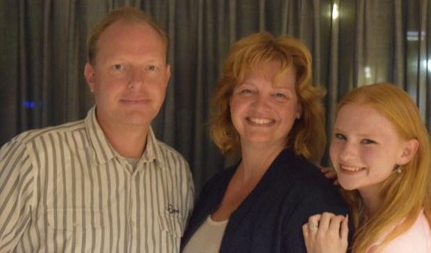Edwin Plug, Brigitte van der Heijden en Renske Plug; drie van de meer dan 100 vrijwilligers tijdens Sing-a-Long.