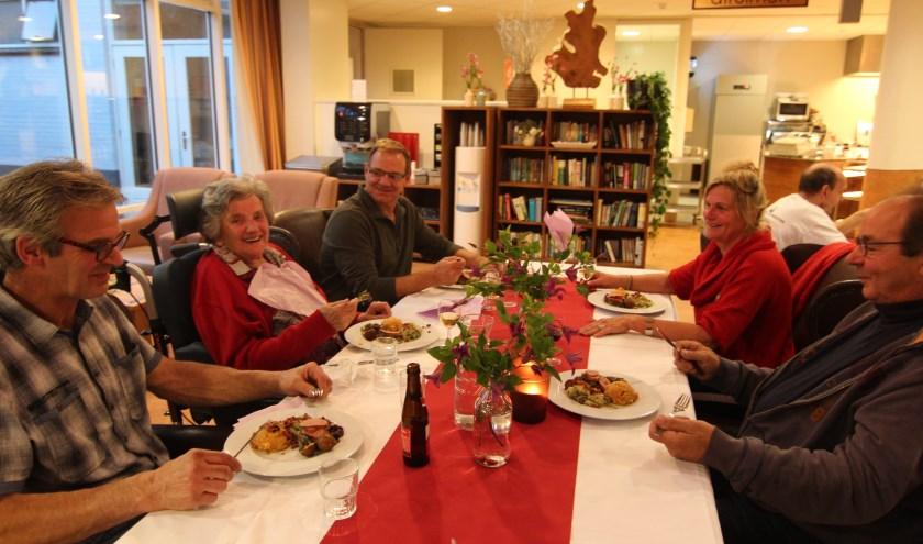 De kinderen van Mevrouw de Vor zijn ook bij de Stampotten-herfst-maaltijd aangeschoven.