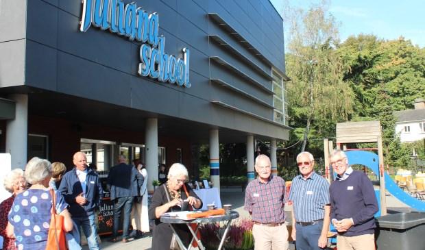 Ook de Maartensdijkse oud-leerlingen waren aanwezig: v.l.n.r. Wim, Jean en Piet Rijksen.