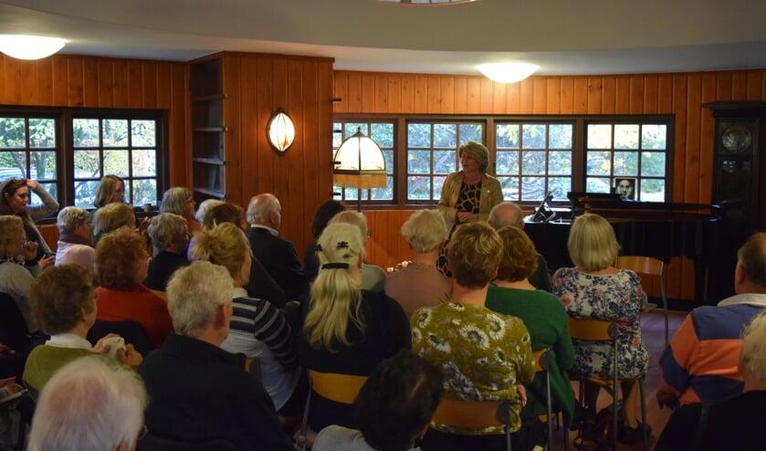 Wethouder Madeleine Bakker-Smit opende de Dag van de Mantelzorg in Huize Gaudeamus aan de Gerard Doulaan in Bilthoven.