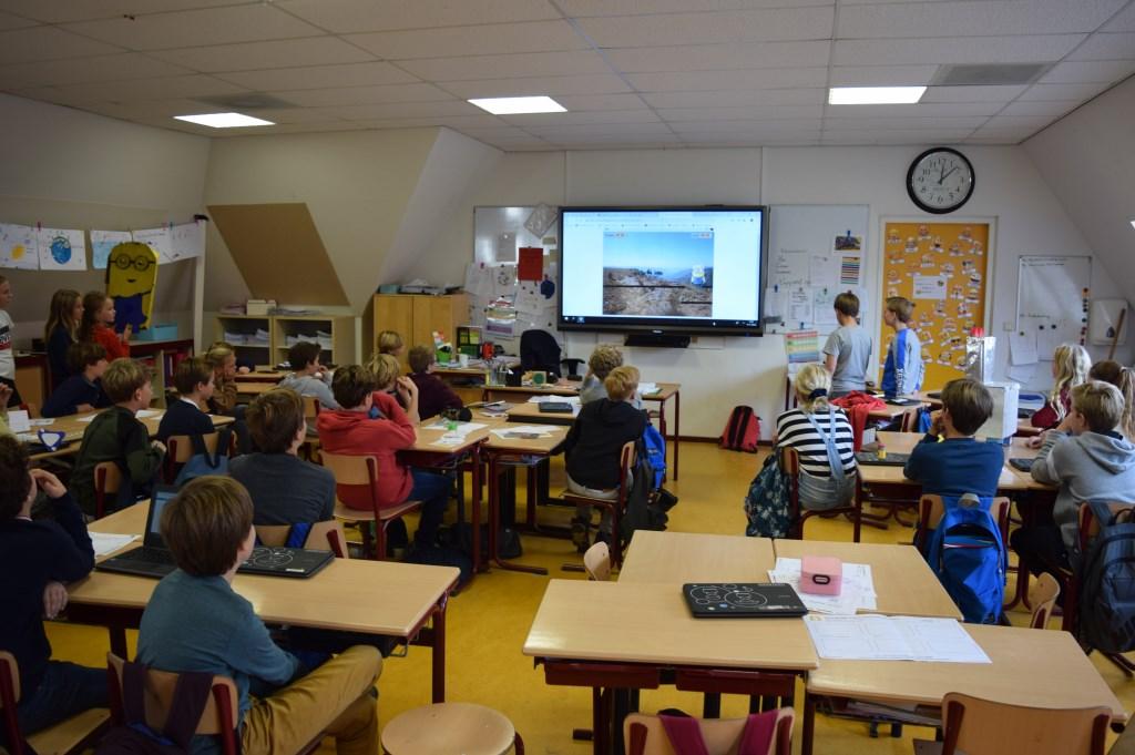 Leerlingen presenteren hun oplossing voor de klas.   © De Vierklank