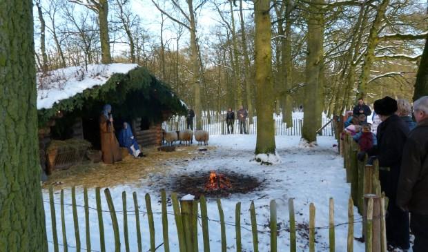 De levende kerststal op Beerschoten trekt altijd veel bezoekers. [foto Henk van de Bunt]
