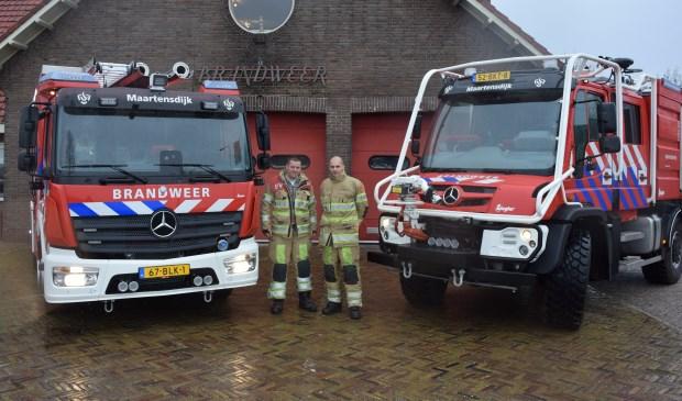 Martijn en Freek zijn apetrots op hun twee nieuwe wagens.