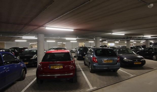Het nieuwe gedeelte van de parkeergarage onder de Kwinkelier wordt goed gebruikt.  © De Vierklank