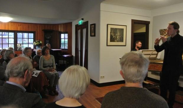 Klavecimbel en blokfluit in harmonie tijdens het koffieconcert.