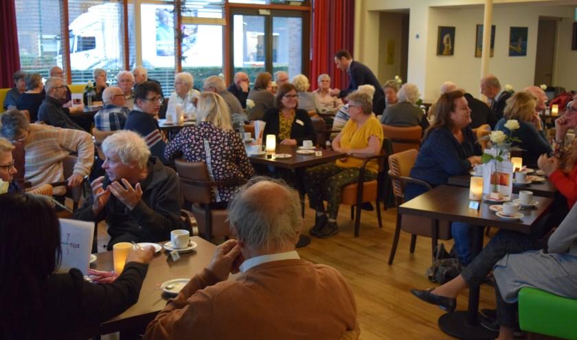 Meer dan 70 vrijwilligers genieten met elkaar in restaurant Bij de Tijd.
