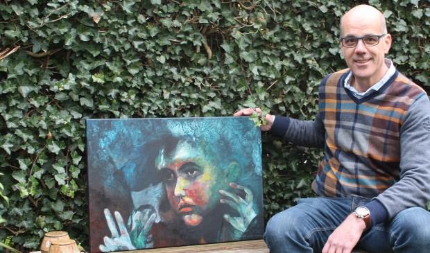 Marcel Hermens met één van zijn werken 'Vluchteling'.