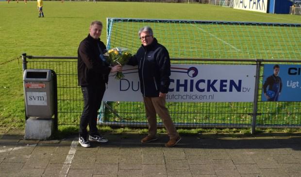 Het aan de Industrieweg gevestigde Dutch Chicken steunt SVM als bordsponsor.