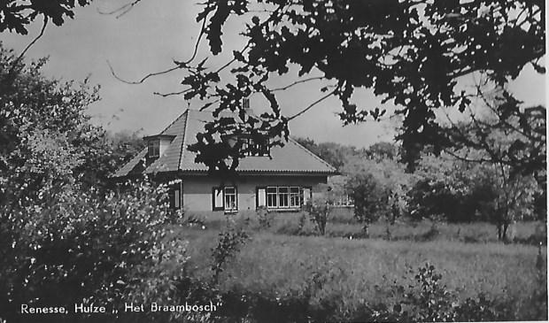 In 1938 kochten de schoonouders van Irma Hoogenraad uit Hollandsche Rading dit vakantiehuis in Renesse, op Schouwen Duiveland foto uit het famuliealbum © De Vierklank