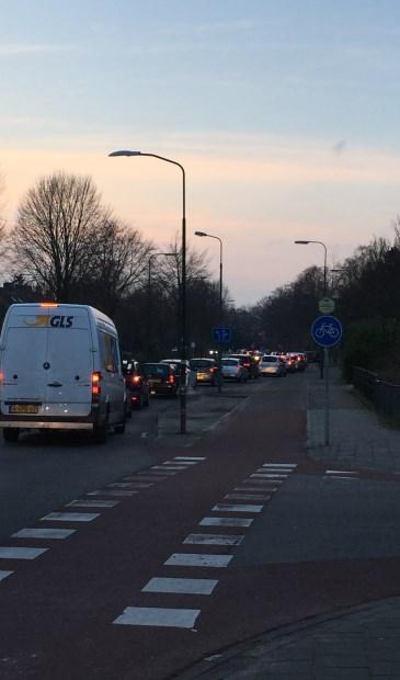 De Groenekanseweg wordt het maximum aantal verkeersbewegingen tijdens de avondspits ruim overschreden.