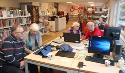 Het leercentrum van Idea SeniorWeb bevindt zich in de bibliotheek aan de Nachtegaallaan 30 te Maartensdijk.