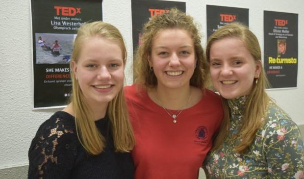 Nienke (l), Florence (m) en Janne (r) hopen dat de TEDx weer net zo'n succes wordt als voorgaande jaren.