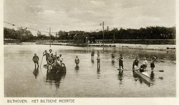 Op deze prentbriefkaart uit 1926 was het Biltsche Meertje (omgeving Gregoriuslaan Bilthoven) nog een echt meertje.
