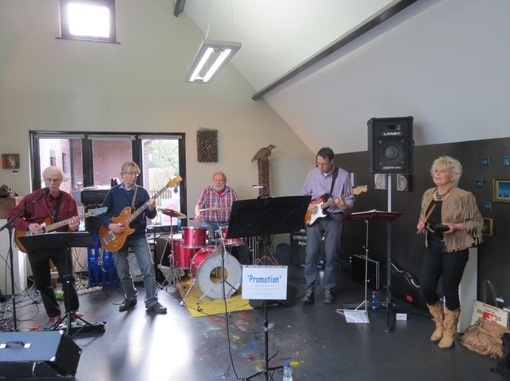 In Galerie Mi in Bilthoven, Beethovenlaan 13 trad de band Promotion op met zangeres Anneke Iseger. De band bracht een programma met blues, countryrock en ballads uit de jaren '60 en '70. In het pand werd ook werk getoond van diverse beeldende kunstenaars.
