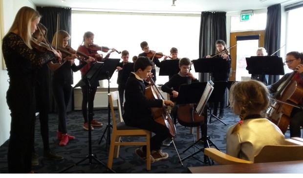 Gluren bij de Buren naar het Jeugdstrijkorkest.