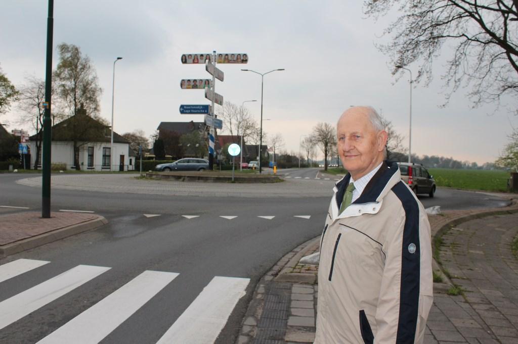 70 jaren na de bevrijding (in 2015) Wim de Rooy op ongeveer dezelfde plaats. Foto: Henk van de Bunt © De Vierklank
