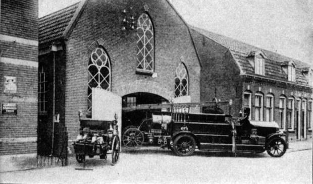 Het tot Brandweerkazerne verbouwde voormalige kerkgebouw, In de voorgevel (aan de Nieuwstraat) zijn nog de oorspronkelijke kerkramen aanwezig en de aanpalende woningen zijn anno 2018 er ook nog. Aan de zuidzijde is de Molenkamp gerealiseerd