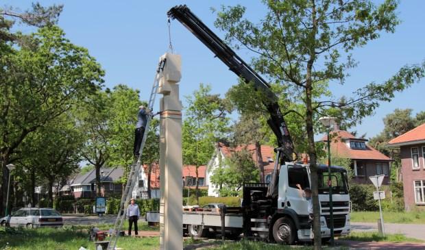Het kunstwerk werd woensdag 9 mei op de hoek van de Julianalaan en de Paltzerweg geplaatst.