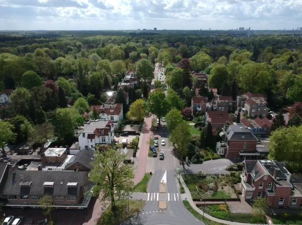 Soestdijkseweg Zuid is een belangrijke verkeersader.  foto Nienke van Weele © De Vierklank
