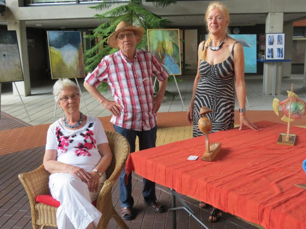In Lugtensteyn in Bilthoven toonden, Hannie van Wijngaarden, Martin Visser en Willy Roggeveen (rechts) hun werk.  © De Vierklank