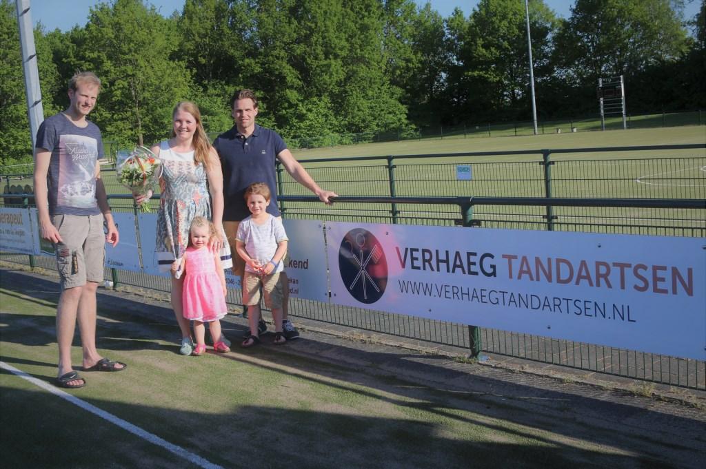 Tandarts Verhaeg is een nieuwe sponsor bij Tweemaal Zes.  © De Vierklank