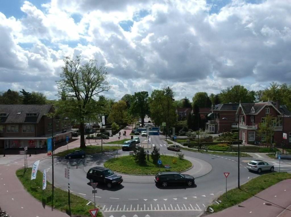 Soestdijkseweg Zuid rotonde bij station foto Nienke van Weele © De Vierklank