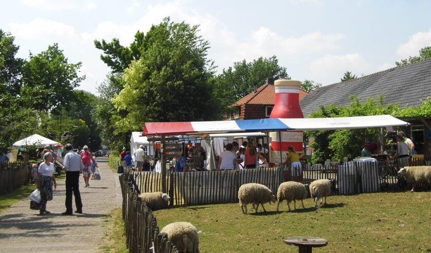 Gezellige drukte bij de Lentemarkt van Zorgboerderij Nieuw Toutenburg.