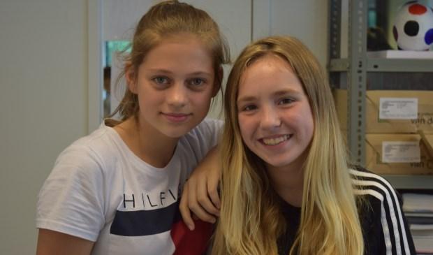 Djoeke (l) en Giulia (r) vonden het leuk om aan het project te werken.