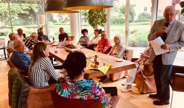 Voorzitter van het HuisKringBestuur, dhr T. Rijntjes, bedankt de leden van BCB De Bilt uitvoerig voor hun geweldige inzet van die middag.