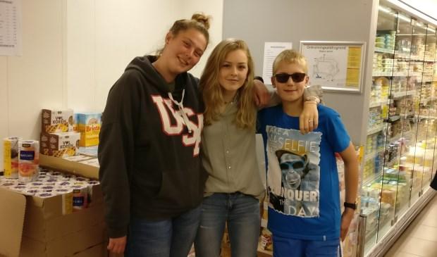 Leerlingen vragen aandacht voor de houdbare artikelen t.b.v. de Voedselbank.
