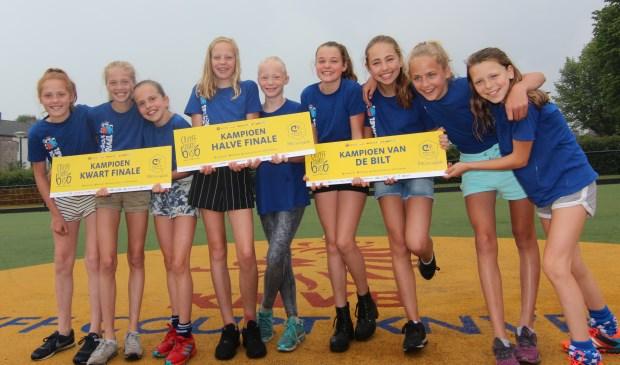 Eva, Lot, Eke, Merel, Nanieck, Julie, Liza, Philine en Lieke vertegenwoordigen de meisjes van De Bilt.