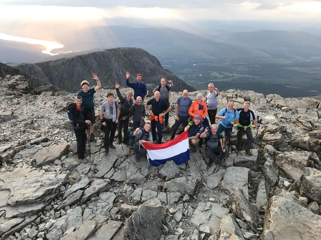Een heuse expeditie: in 24 uur wordt 45 km gewandeld met ruim 3.000 hoogtemeters. Met daarnaast nog 1.000 km in de auto tussen de bergen..  © De Vierklank